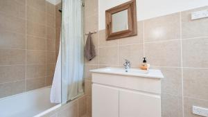 A bathroom at Sea Urchin, 9 Sandy Point Road