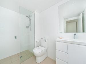A bathroom at The Shoal Apartments, Unit 304/4-8 Bullecourt Street