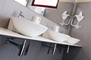 A bathroom at Albergue Goas