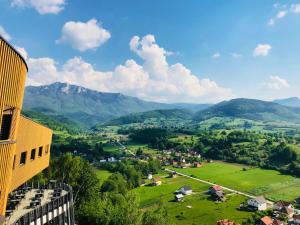 Ein allgemeiner Bergblick oder ein Berglick von des Resorts aus
