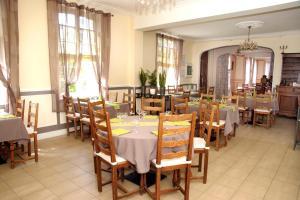 Restaurant ou autre lieu de restauration dans l'établissement Domaine du Manoir de Clairval