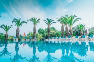 Der Swimmingpool an oder in der Nähe von Morfeas Hotel