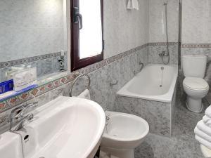 Ванная комната в Vila-Real Marina Azul