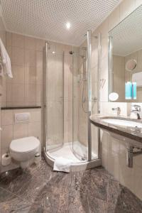 A bathroom at Hotel im Auerbachtal