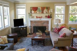 A seating area at Cottage by the Pool Three-Bedroom Home