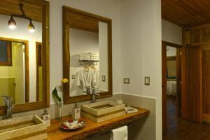 Un baño de La Aldea De La Selva Lodge