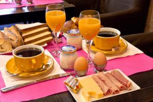 Breakfast options available to guests at Tonic Hôtel du Louvre