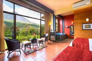 A seating area at Hotel Arenal Kioro Suites & Spa
