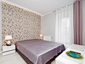 Łóżko lub łóżka w pokoju w obiekcie Apartament Rajski Park