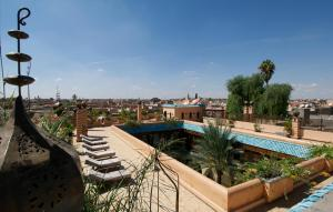 A view of the pool at Demeures d'Orient Riad & Spa or nearby