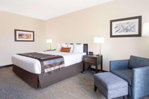 佩吉鮑威爾湖溫蓋特溫德酒店房間的床