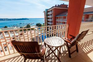 A balcony or terrace at Grand Hotel Portoroz 4* superior – Terme & Wellness LifeClass