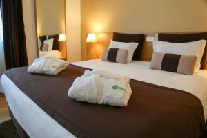 A bed or beds in a room at INATEL Caparica