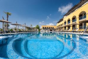 The swimming pool at or near Barceló Costa Ballena Golf & Spa