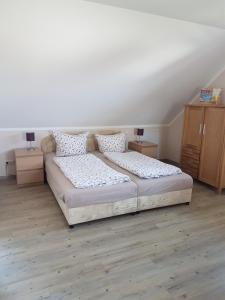 Ein Bett oder Betten in einem Zimmer der Unterkunft Ferienappartements Holger Plescher