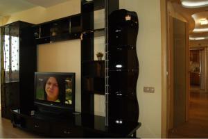 A television and/or entertainment center at комфортная квартира на 40-летии Победы