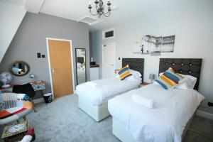 A bed or beds in a room at Brick Lane Guest House