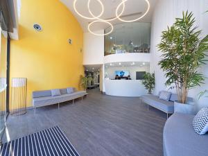 The lobby or reception area at Value Suites Green Square