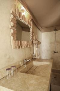 A bathroom at Terre Des Etoiles