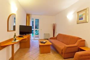 A television and/or entertainment centre at Villa Lovorka - Hotel Resort Dražica