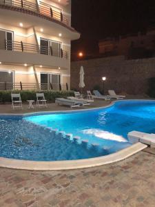 المسبح في The Mo Place El Montaza أو بالجوار