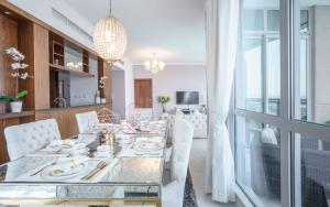A restaurant or other place to eat at Elite Royal Apartment - Full Burj Khalifa & Fountain View - Premier - 2 bedrooms & 1 open bedroom without partition