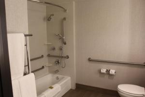 A bathroom at DoubleTree by Hilton Hotel Flagstaff