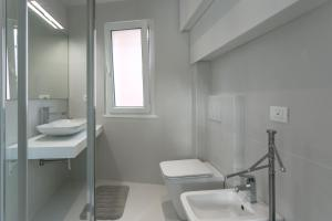 Bagno di Al Molo Sea View Rooms
