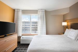 A bed or beds in a room at TownePlace Suites Denver Downtown