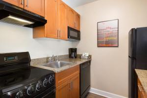 A kitchen or kitchenette at TownePlace Suites Denver Downtown