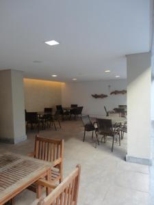 A restaurant or other place to eat at Beach Class Convention & Flats