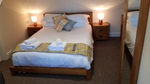 A bed or beds in a room at The Barn Courtyard