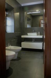 A bathroom at O Casario