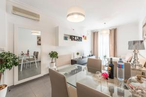 A restaurant or other place to eat at Albufeira Beach Apartment-Medical Assistance-Garage