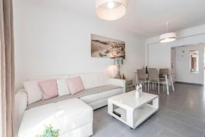 A seating area at Albufeira Beach Apartment-Medical Assistance-Garage