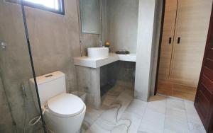 A bathroom at Unique Loft Apartment