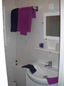 A bathroom at Residence De La Mer