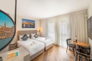 Ein Bett oder Betten in einem Zimmer der Unterkunft Margosa Hotel Tel Aviv Jaffa