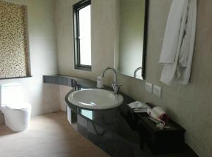 A bathroom at Golden Beach Resort