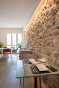 A restaurant or other place to eat at B&B La Bellavita del Garda Luxury