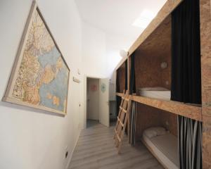 Un ou plusieurs lits superposés dans un hébergement de l'établissement Dopa Hostel