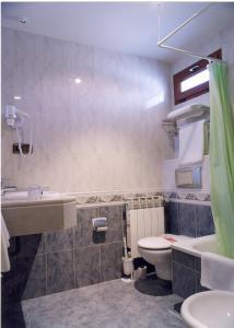 A bathroom at Hostal La Maya
