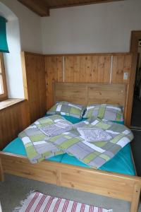 A bed or beds in a room at SnowBunnys BackPackers Hostel