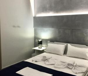 A bed or beds in a room at Lofos Strani
