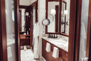 Ein Badezimmer in der Unterkunft Hotel Schloss Mönchstein