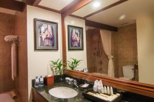 A bathroom at Palace Residence & Villa Siem Reap