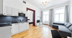 A kitchen or kitchenette at Apartments Zborovska