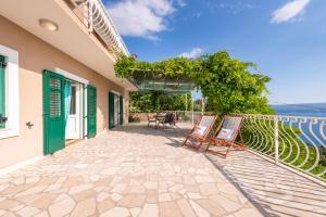 A balcony or terrace at Holiday Home Figa