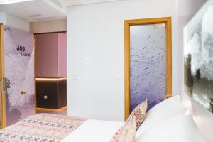 A bed or beds in a room at Hotel Lino