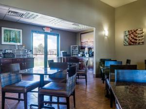 A restaurant or other place to eat at Best Western Alamosa Inn